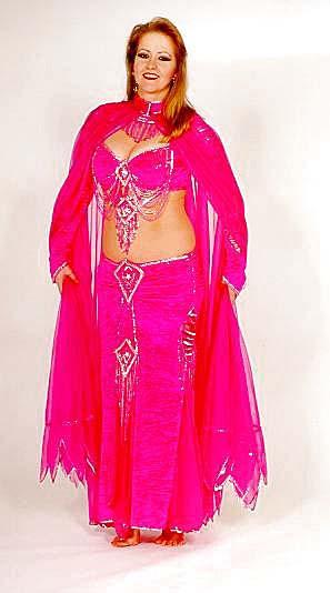 Nadya, Kostüm: Bella